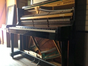 眠っているピアノのふたを開けるプロジェクト