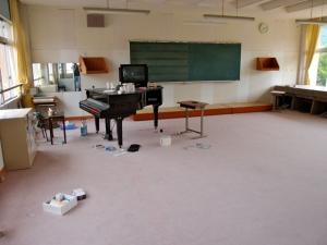 旧千酌小学校のピアノ